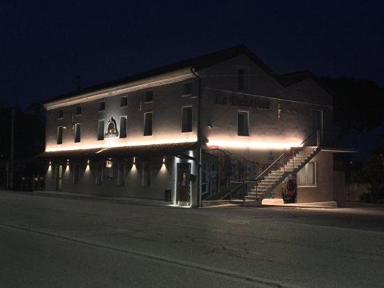 Boara Polesine, Italy: Nuovo look notturno