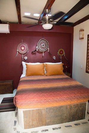 "La Selva Mariposa: Queen-size bed in Room 5""Buena Vista"""