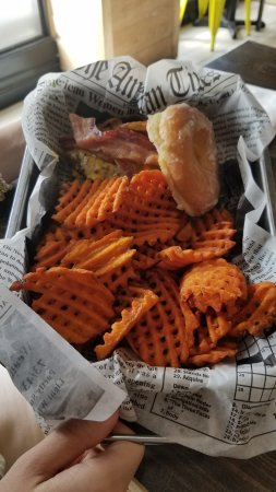 Summit, Nueva Jersey: Burgernut with Sweet Potato Waffle Fries
