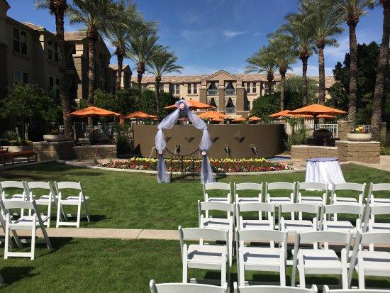 Gainey Suites Hotel: Courtyard Wedding Ceremony