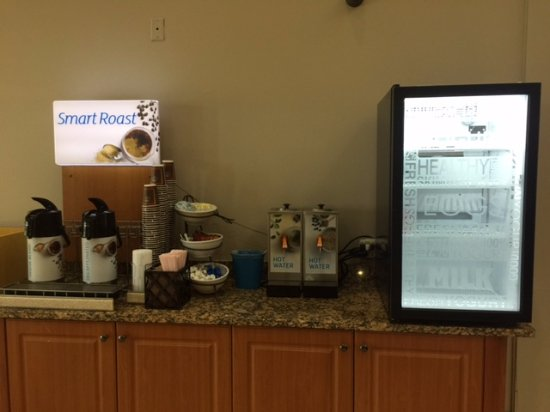 Mishawaka, IN: Beverage Station