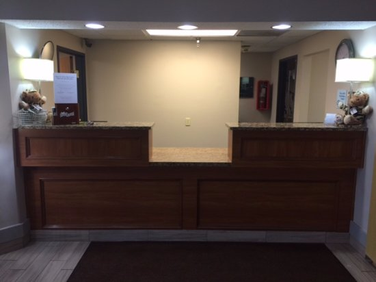 Mishawaka, IN: Front Desk