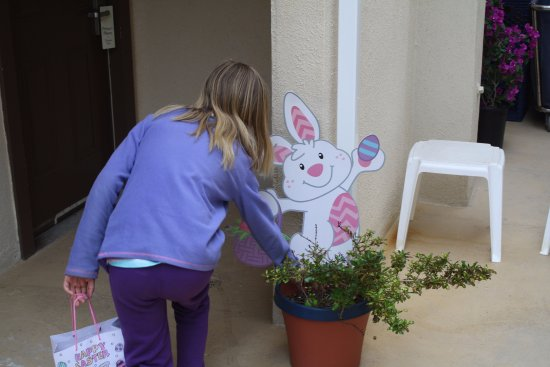 Ocean Surf Inn & Suites: We had an Easter Egg hunt on Sunday and kids young and old got to find an egg!