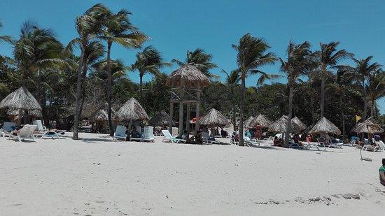 Dunes Hotel & Beach Resort: IMG_20170409_125922_large.jpg