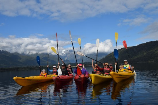 Glacier Country Kayaks: Group shot looking back at mountains in Franz Josef