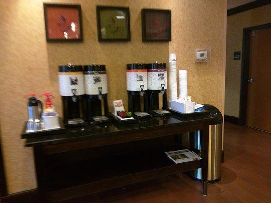 เปลฮัม, อลาบาม่า: coffee area by front desk