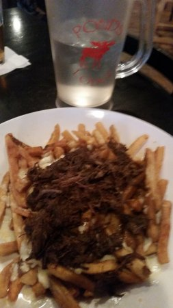 Ponds Lodge: Short rib, brown gravy, cheese poutine appetizer