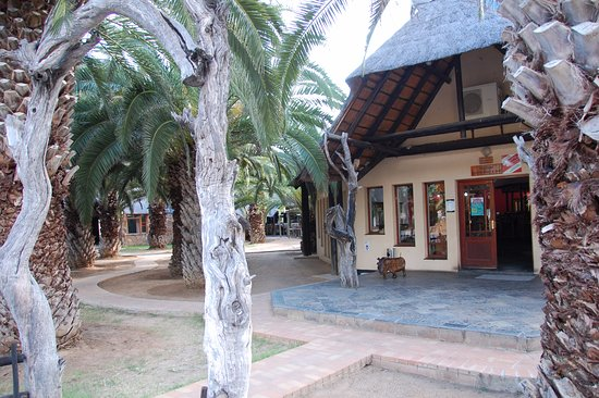 Ghanzi, Botsuana: Dining and bar in the background
