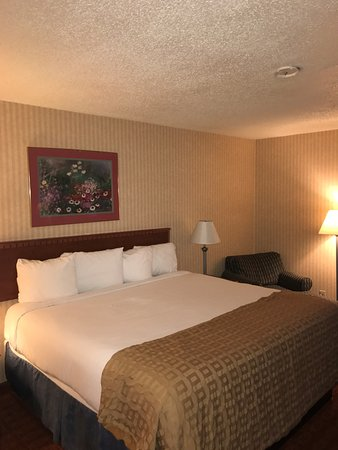 Roseville, MI : KING SIZE BED