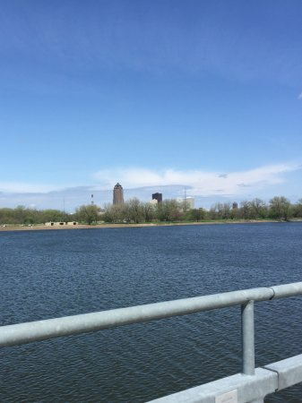 Gray's Lake Park : Looking at 801 Grand in distance