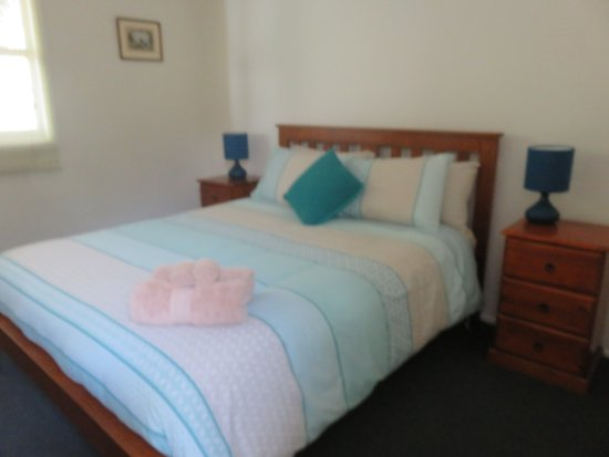 Sisters Beach, Australien: Main bedroom.