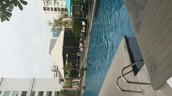Sofitel Bangkok Sukhumvit: Evening Cocktail & Pool