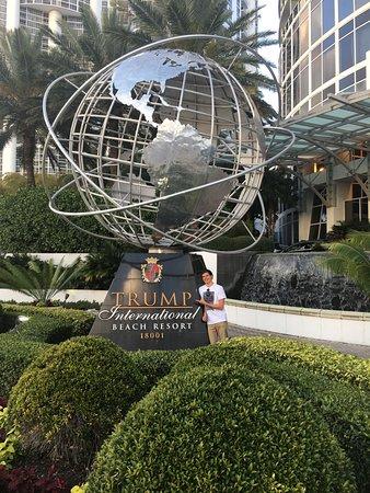 Trump International Beach Resort: Look closely...