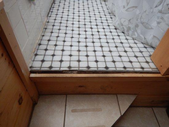 South Bloomingville, โอไฮโอ: Bathroom step broken