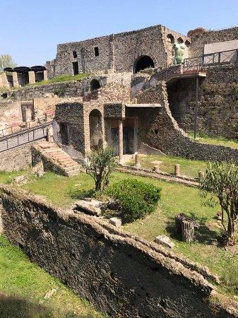 Sorrento Top Car Private Day Tours: Pompeii