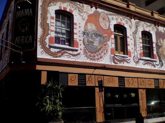 Mama Africa: Pintura de la fachada