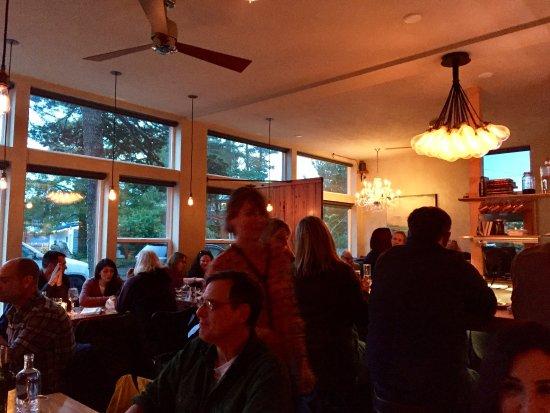 มันซานิตา, ออริกอน: crowded dining room