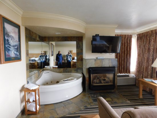 Best Western Plus Lincoln Sands Oceanfront Suites: Fireplace, Jacuzzi and free Internet