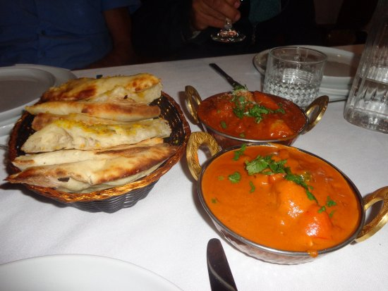 Kalamunda, Australia: Rogan Josh ,Mango chicken, nan bread