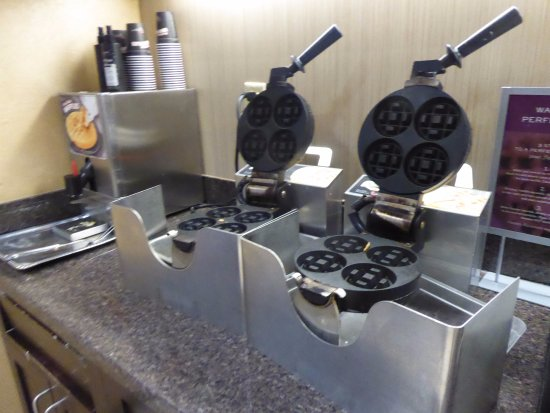 Residence Inn Glenwood Springs: Two wafflemakers