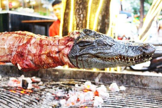 bbq big size crocodile picture of zallo buffet nha trang