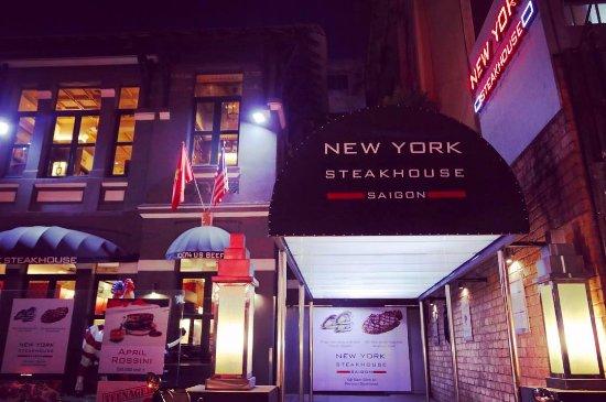 New York Steakhouse: Entrance
