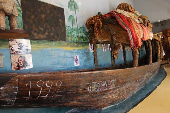Kura Hulanda Museum: Een halve boot