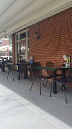 Cherry Cricket: The outdoor tables on the Clayton side