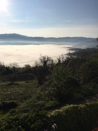 Vicchio, Italy: Panorama sopra le nebbie