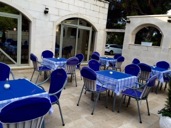 Hotel Villa Daniela: A smallish restaurant where breakfast was served