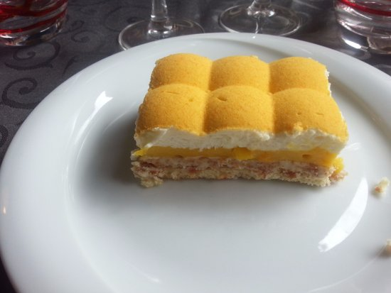 Nantua, Frankrike: Gâteau passion / chocolat blanc