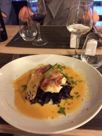 Cuxac-Cabardes, France: Filet de Cabillaud au jambon cru, tombé de choux sauce Nantua