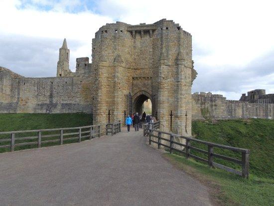 Warkworth, UK: Castle entrance