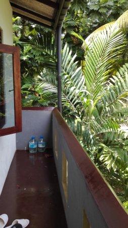 Dodanduwa, Sri Lanka: chodba ke dvěma pokojíčkům