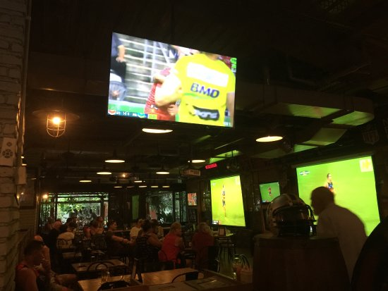 Stadium Cafe Kuta: View from inside, just a few screens