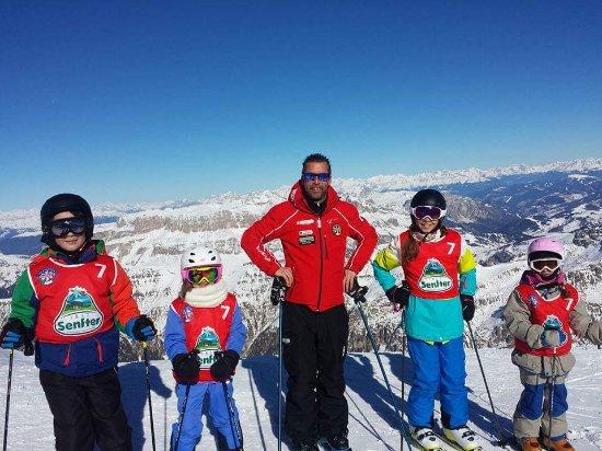 Malga Ciapela, Italien: Scuola Sci & Snowboard Marmolada