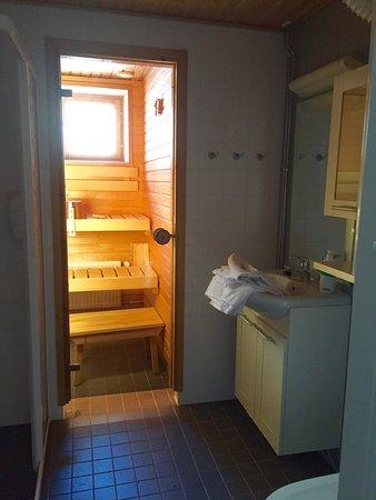 Lapland Hotel Saaga: Douche à l'italienne + sauna privé
