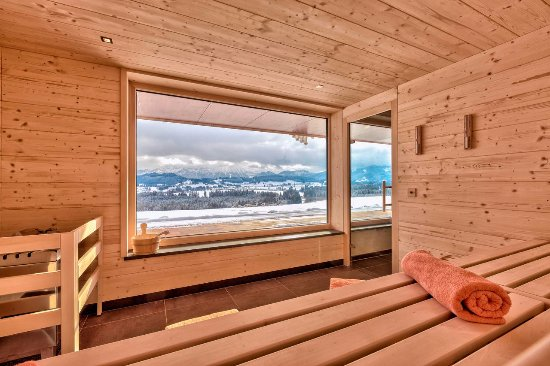 Ruckholz, Germany: Unsere Panorama-Sauna mit Bergblick
