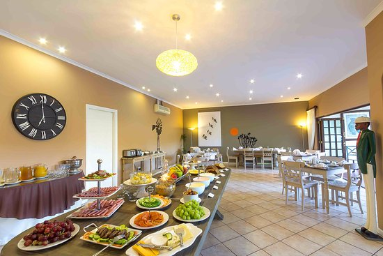 Hlangana Lodge: Full English buffet and hot breakfast included in your stay.
