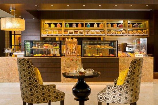 The Leela Palace Bengaluru: Cake Shop