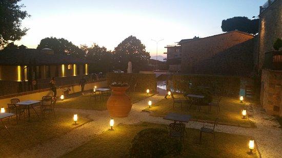 UNA Palazzo Mannaioni: Esterno di sera