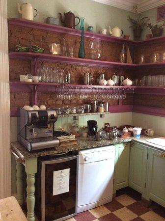 Parker Cottage: Kitchen area. Tea & coffee facilities. Honesty bar.