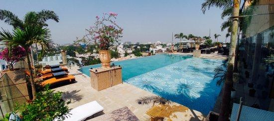 Hotel The Nagpur Ashok : Swimming Pool View