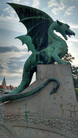 Hotel Emonec: Ponte dei draghi
