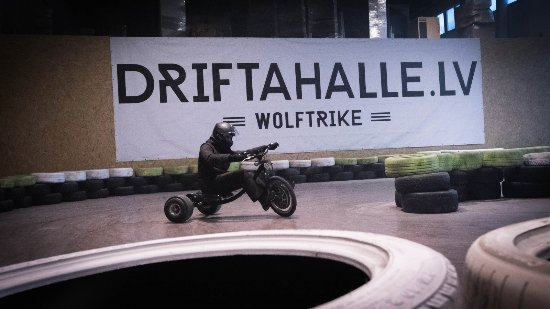 ‪Drifta Halle (Drift Hall)‬