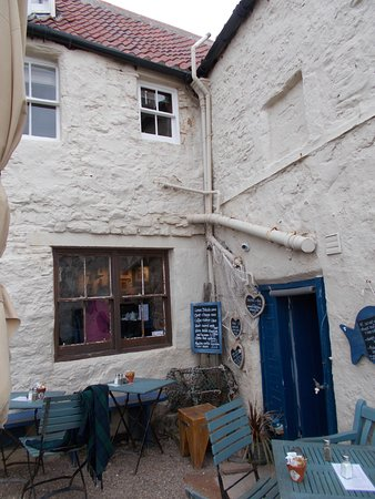 Crail, UK: Outside seating area