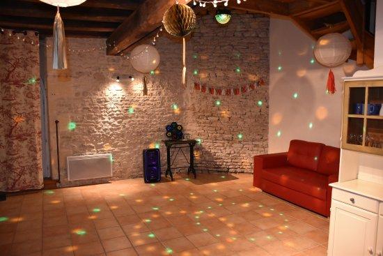 Asnieres-la-Giraud, Francia: Salle à manger de l'Alambic
