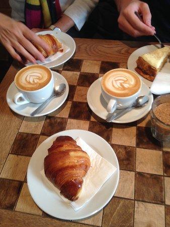 Espresso Embassy: Excellent cappuccino,juices,croissants,pastry