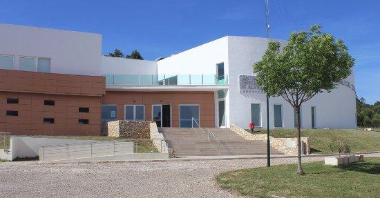 Centro Ciencia Viva do Alviela - Carsoscopio: Entrada principal do edifício