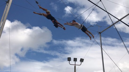 Port Saint Lucie, ฟลอริด้า: About to catch on the trapeze.